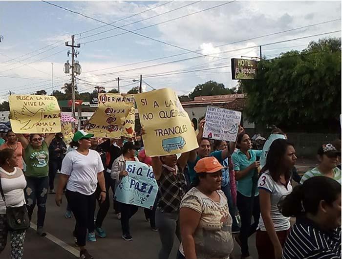 Nicaraguan women call for lifting of road blocks